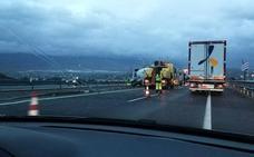 Atasco en la salida de la A-7 hacia Huércal de Almería provocado por un accidente