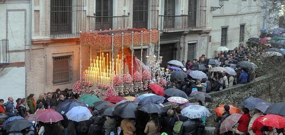 ¿Lloverá en Granada en Semana Santa? ¿Qué ha pasado cuando se celebra en marzo?