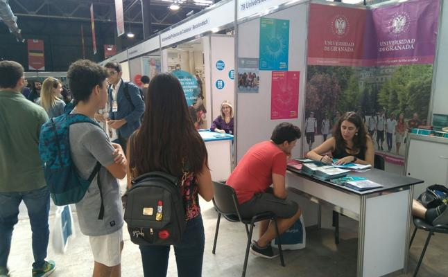 La UGR participa en la primera Feria Internacional de Educación Superior de Argentina