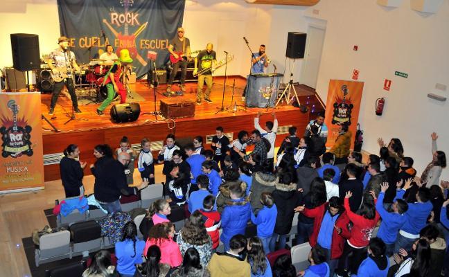 Un concierto de rock en El Pósito para inculcar el pensamiento crítico a escolares