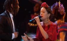Natalia Lafourcade canta en español en la ceremonia de los Óscar