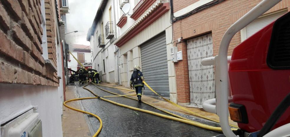 Investigan si un cortocircuito es la causa del incendio de Peligros