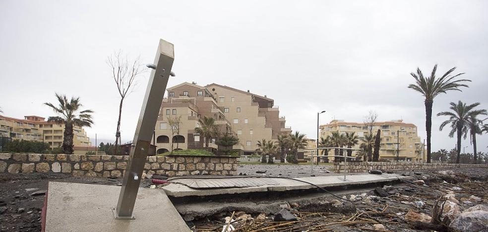 La Costa Tropical pide ayuda para recuperar sus playas, destrozadas a las puertas de la Semana Santa