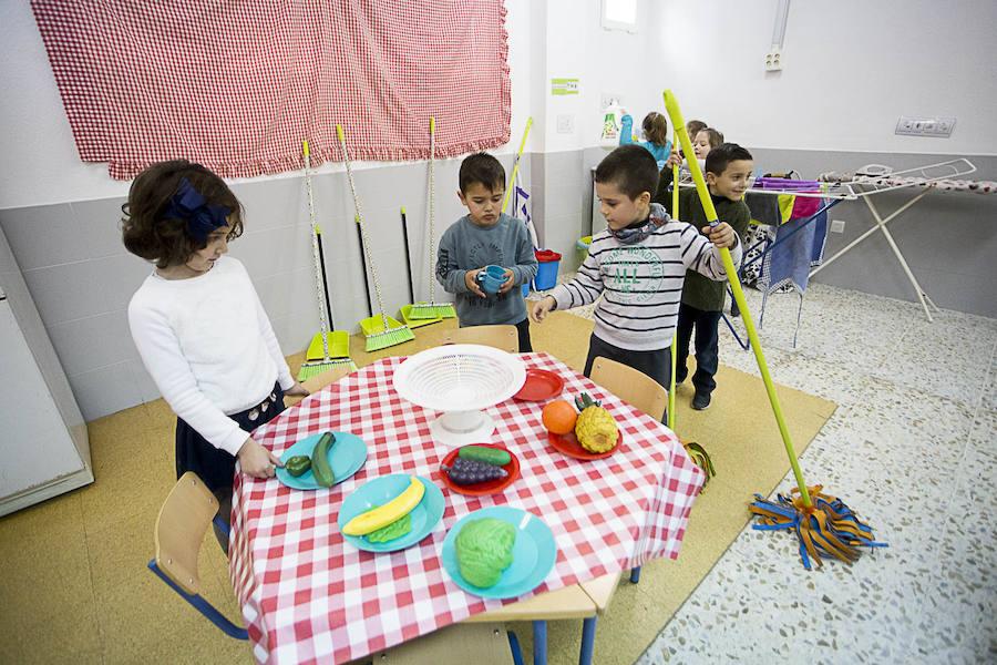 Los niños de Motril se conciencian sobre el reparto de tareas en el hogar