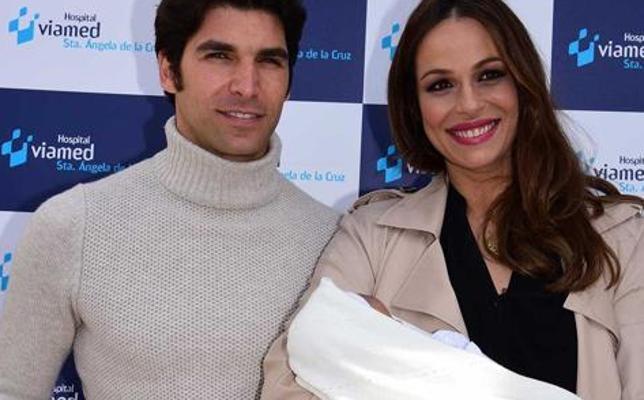 Así es el pequeño Cayetano: Eva González y Cayetano Rivera presentan a su hijo