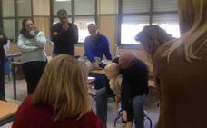 Especialistas enseñan en un colegio de Almería técnicas que pueden salvar vidas
