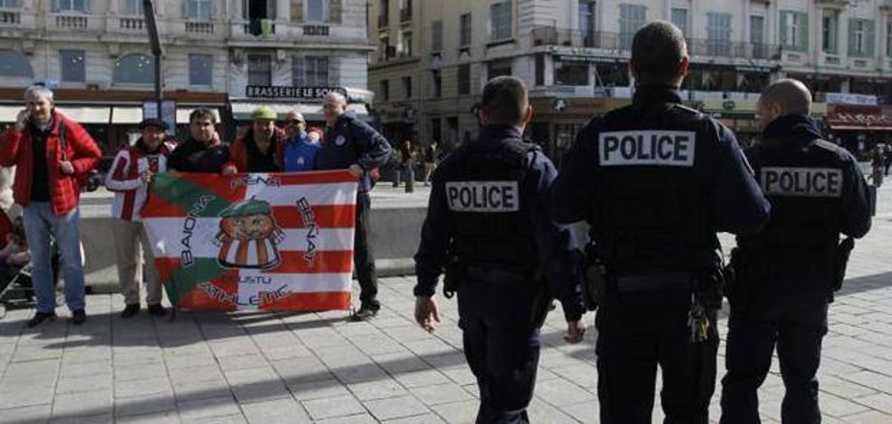 Carga policial contra los ultras del Marsella