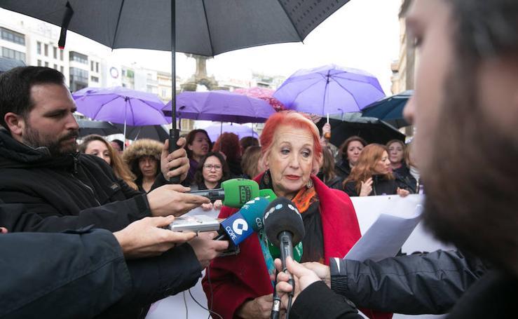 Concentración de mujeres periodistas por la igualdad en Granada