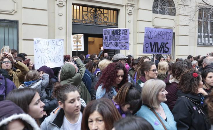 Multitudinaria manifestación en Granada