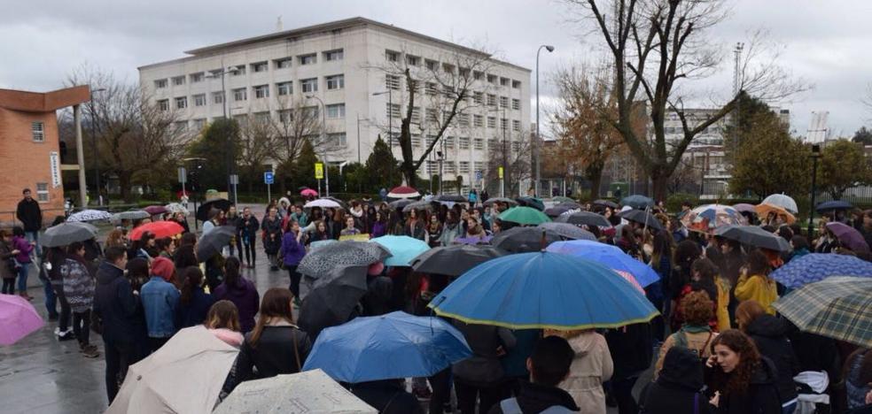En directo, la huelga feminista en Granada, minuto a minuto