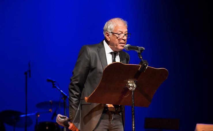 Agustín Rodríguez emociona con su voz y su música en el pregón del Mayor