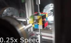 Un robot consigue el récord mundial del cubo de Rubik: menos de 1 segundo