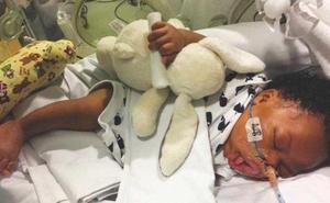"""""""Siento no haber podido protegerte"""": el adiós de un padre a su bebé tras desconectarlo de su suporte vital"""