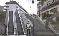 Las escaleras mecánicas que solo pueden usar los hombres