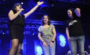 El vídeo de la emotiva pedida de mano en pleno concierto de Rozalén en Granada