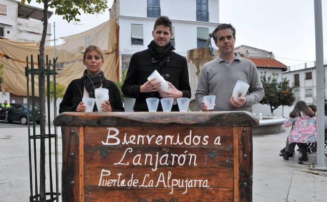 El Ayuntamiento de Lanjarón repartirá 1.500 tulipas para evitar que la cera derretida no caiga al suelo durante la Semana Santa