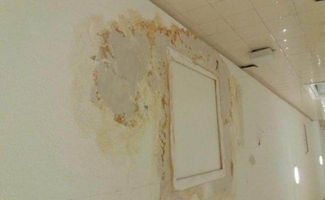 «Llueve dentro» del quirófano del Hospital San Agustín