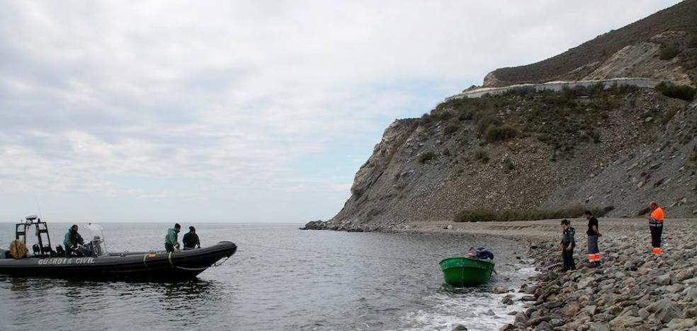 Llega una patera a la costa de Motril con 12 menores de las 14 personas que viajaban en ella