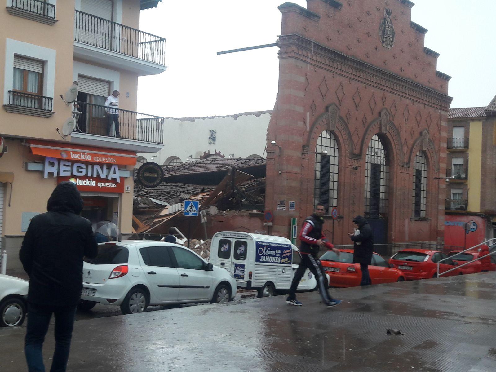 Derrumbe del techo del Mercado de Abastos en Linares