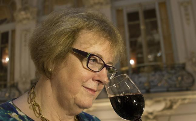 El arte de catar vinos: «Los dientes sufren mucho y se tiñen de negro»