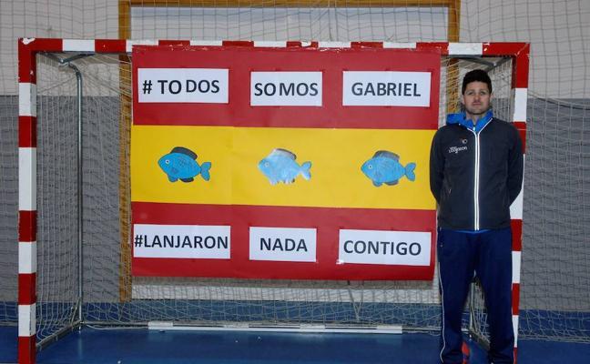 Más de 400 personas de Lanjarón guardan un minuto de silencio por Gabriel