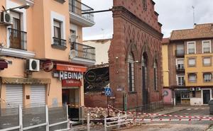 Técnicos municipales evalúan el riesgo de nuevos derrumbes