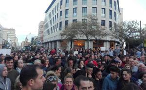 Almería muestra su pesar con unos impresionantes cinco minutos de silencio