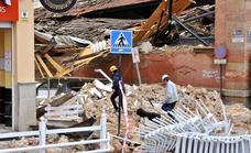 Herido un policía tras el derrumbe por completo del tejado del Mercado de Abastos de Linares