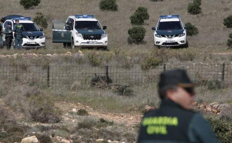 La detenida participa en el registro de la finca donde ocultó al pequeño Gabriel