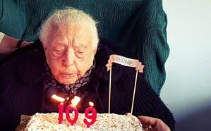 Ángeles, la granadina que cumple 109 años: 8 hijos, 17 nietos y 20 biznietos merecen una enorme felicitación