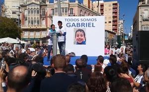 Más famosos apoyan a la familia de Gabriel en Twitter tras la capilla ardiente
