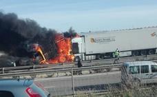 Fallece carbonizada una persona tras un choque múltiple que colapsa la A7 en El Ejido