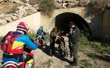 Denuncian a seis motoristas que circulaban por zonas prohibidas de Almería