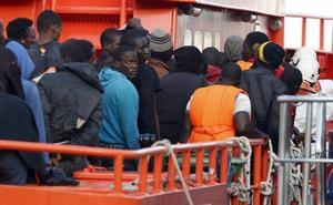 Buscan una patera con 47 personas a bordo en el mar de Alborán