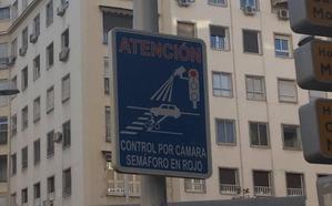 Estos son los semáforos de Granada con cámara que te pueden 'cazar'