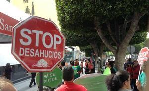 """Subdelegación multa con 600 euros a una activista de Stop Desahucios por """"obstaculizar la labor policial"""""""