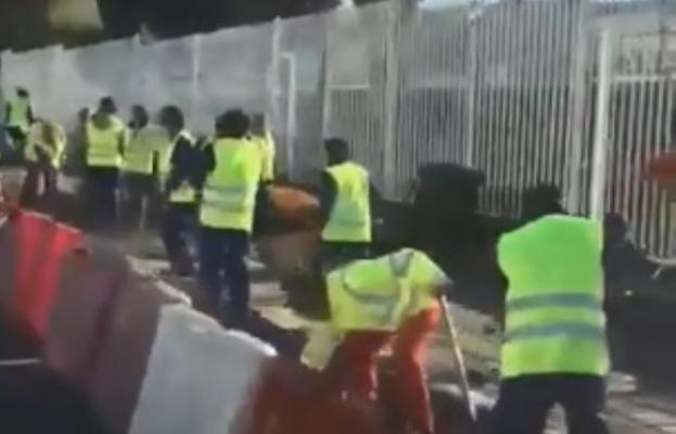 El vídeo de Granada que da la vuelta a España: 52 albañiles para una acera de 200 metros