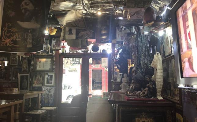 El curioso bar cofrade de Granada que causa sensación en Semana Santa