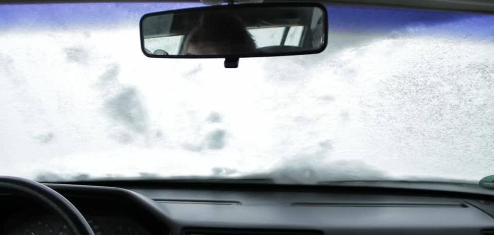 Muere atropellada por su hija de 10 años cuando quitaba la nieve del coche