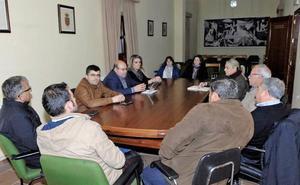 Dirigentes del PP mantienen un encuentro en la Alpujarra con los alcaldes y portavoces de su grupo político