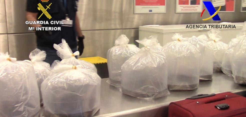 Alijan cuarenta kilos de angulas valorados en 80. 000 euros y escondidas en maletas