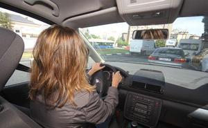 """Alertan del peligroso """"efecto pantalla"""" cuando conducimos con viento: puede se mortal"""