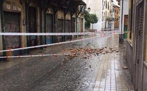 Cortan el tráfico en calle Elvira por peligro de derrumbe de un edificio