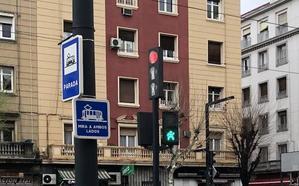 El curioso detalle de los semáforos de Granada en el que no has caído