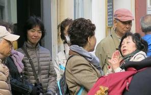 """50 turistas japoneses viajan a Granada confundidos al creer que verían una """"carrera de la Virgen"""""""