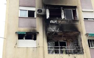 Un petardo entra por el balcón e incendia una casa en Valencia