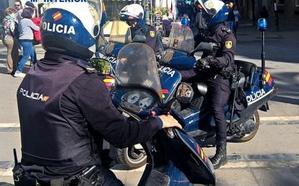 Detenido en Granada por amenazar y romper los stands de una corporación religiosa