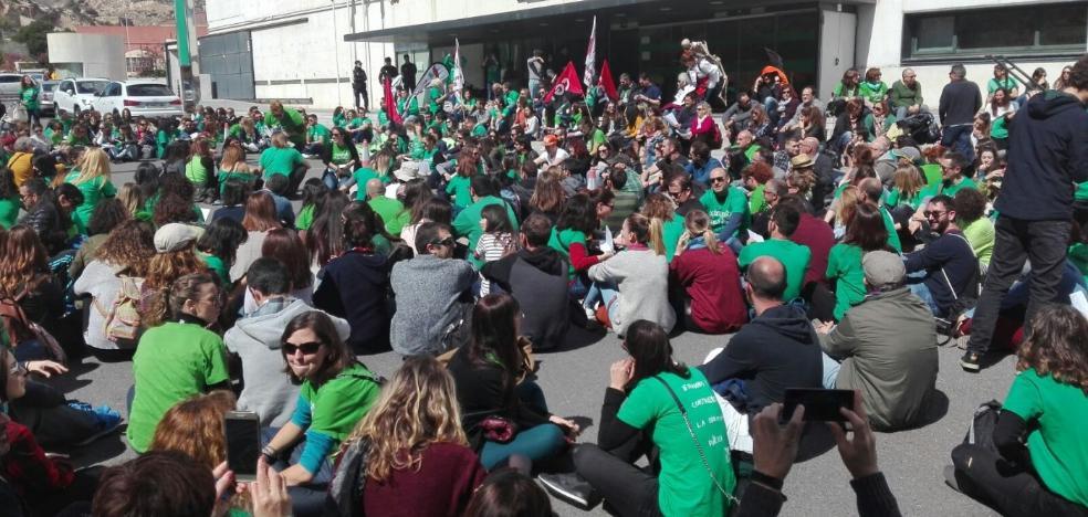 La 'Marea Verde' toma las calles en el ecuador de la huelga de los interinos