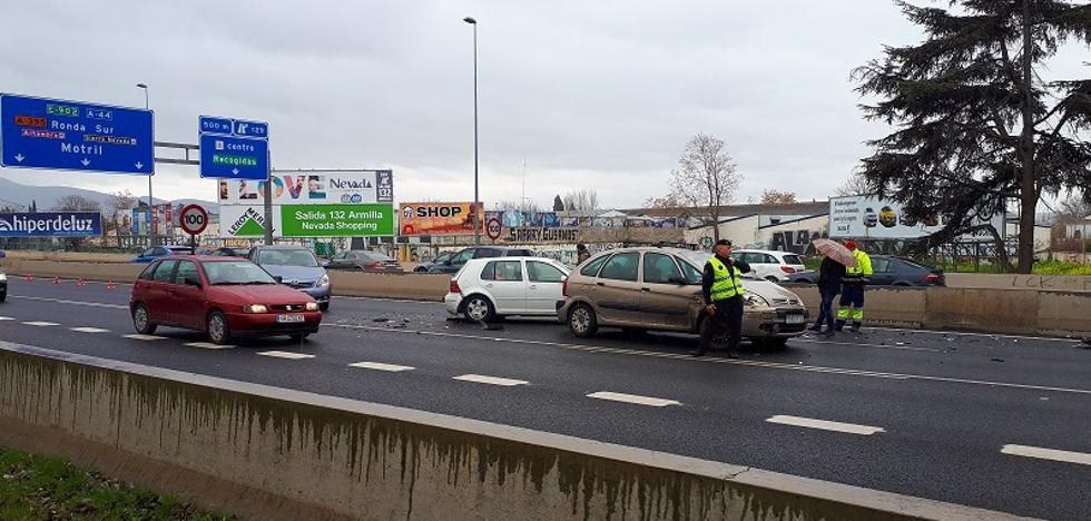 Una colisión entre seis vehículos colapsa la Circunvalación de Granada