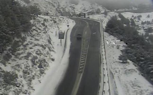 Cortado el acceso a la Hoya de la Mora por la nieve